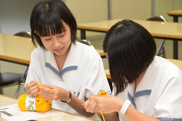中学3年生 第2回乙女塾 「編み物に挑戦」